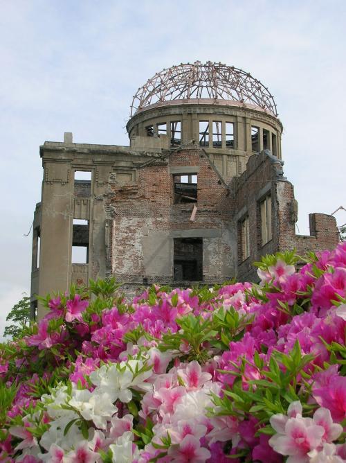 Hiroshima_ruins_flowers